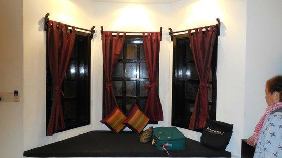 Community Residence Siem Reap: Bay window area