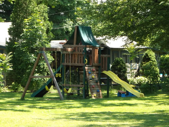 Beachstone Cottages: Play Area