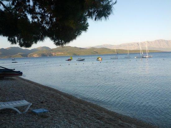 Nikiana Beach: view of the pebble beach nikiana towards left end