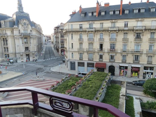 Ibis Styles Dijon Central : View from room on the 5th floor overlooking Place Grangier in Dijon