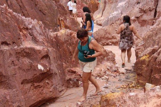 Praia do Coqueirinho: Falésias.