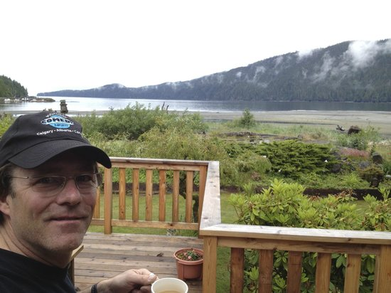 Big Fish Lodge: Morning coffee with an ocean view