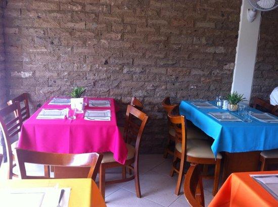 Bokado Sabor Gourmet MX: Alegres mesas y ambiente familiar