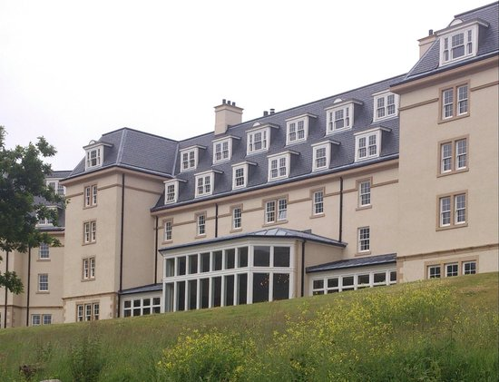 Ardgartan Hotel: Photo taken from the beach, our view from our bedroom window..