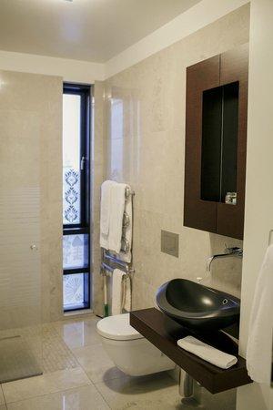 Ocean Comfort Apartments: bathroom