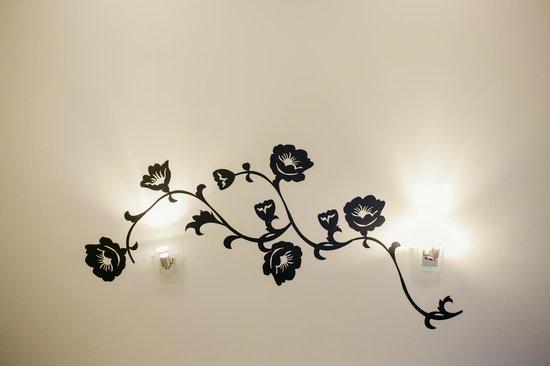 Ocean Comfort Apartments: wall art