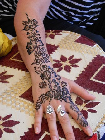 Riad Layla Rouge : Henna tattoo by Hin