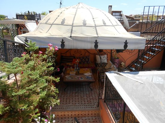 Riad Layla Rouge : The covered terrace