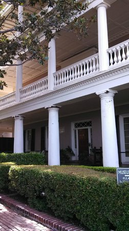 21 East Battery Bed and Breakfast: Verandas of the Edmonston-Alston house