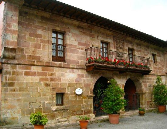 Casona de la Salceda : fachada