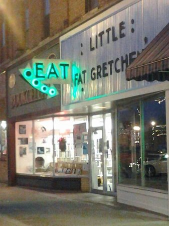 Little Fat Gretchen: Downtown Waupaca across from the bandstand