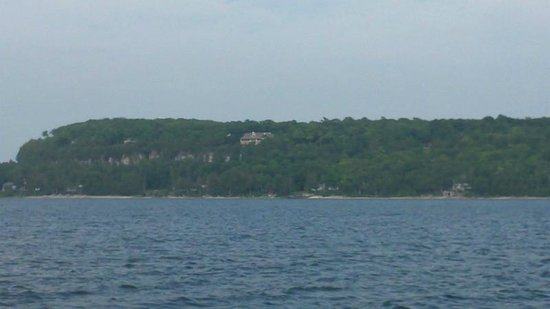 Fish Creek Scenic Boat Tours : One shot of old-money vacation homes along the shores of Green Bay