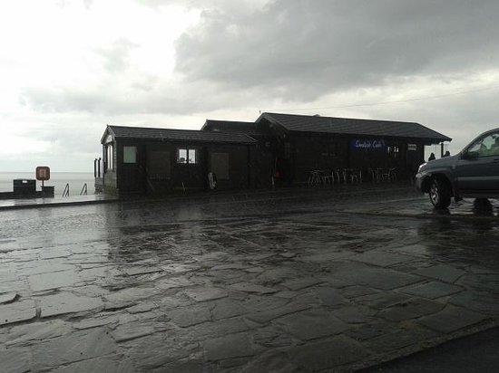 Sandside Cafe: rainy day in sandsend