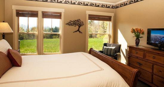 Stowe Meadows: Mountain Suite - Queen suite with mountain views and private bath