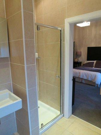 Dunedin Bedroom shower