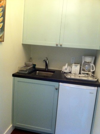 Incentra Village Hotel : Kitchenette
