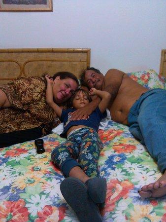 Parador Villa Antonio: yo y mi esposo con mo nieto.felices