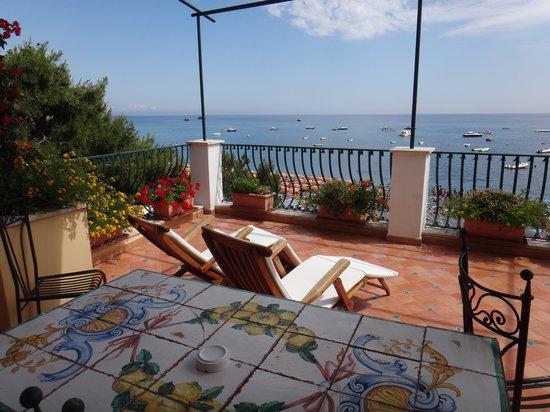 Hotel Buca di Bacco: Beachfront terrace