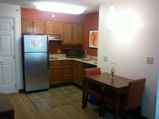 Residence Inn Raleigh Cary: Kitchen