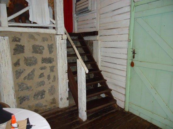 Porto Pousada Saco da Capela: entrada do quarto!