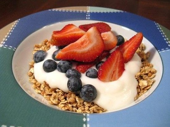 Cafe Bonjour: Greek yogurt N berry