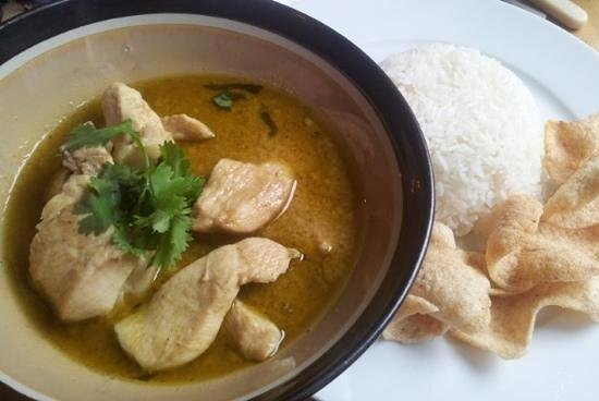 Eat Me Cafe: best Thai chicken curry