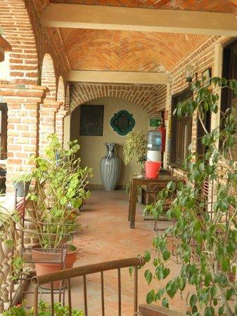 Hotel Suites El Mirador: Hall to the room