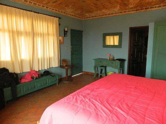 Hotel Suites El Mirador: Room number 4, king size bed