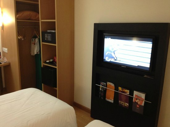 Ibis Bandung Trans Studio: Our twin room.