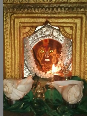 Tumkur, India: Friends. this is Goravanahalli Mahalakshmi moola vigraha ,which has shanku,chakra.nama and lotus