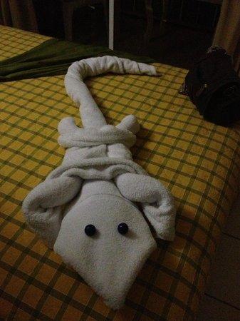 Hotel Peten: Detalle de cama