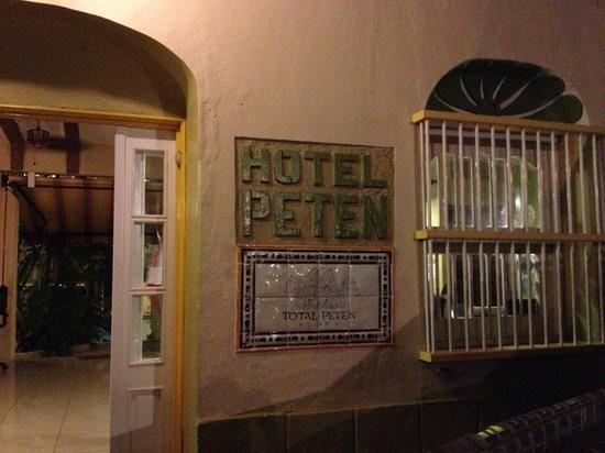 Hotel Peten: Entrada