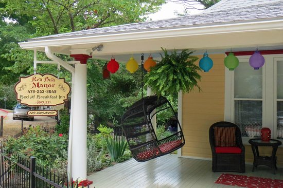 Red Bud Manor: Front Porch