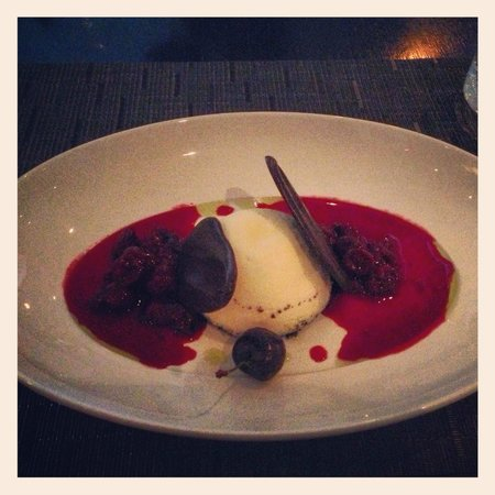 Jacobs & Co. Steakhouse: Cheesecake with Cherries