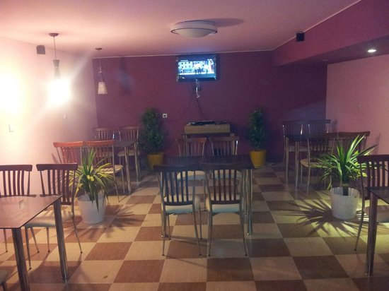 Phoenix Restaurant : spacious dining hall