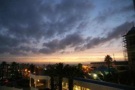 The Table Bay Hotel: Sunrise at 0730hrs - seen from our room