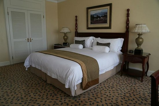 The Table Bay Hotel: King sized bed