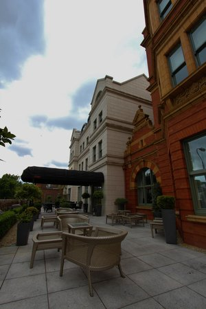 ديلان هوتل: Hotel terrace