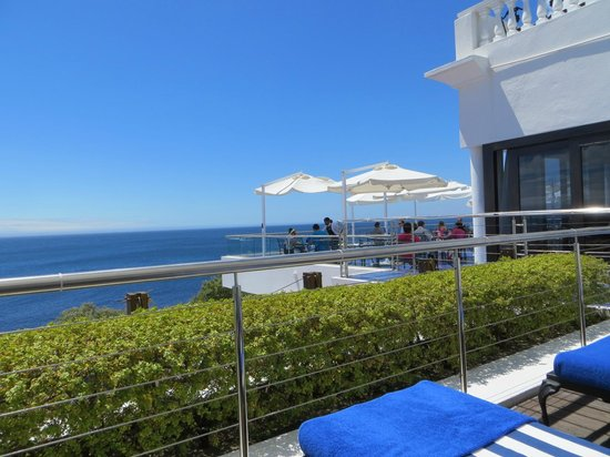 The Twelve Apostles Hotel and Spa: View from Pool