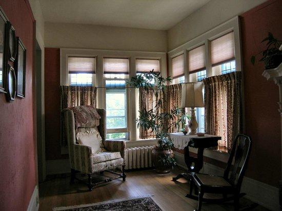 Saravilla Bed and Breakfast: Sitting Room off Main Bedroom