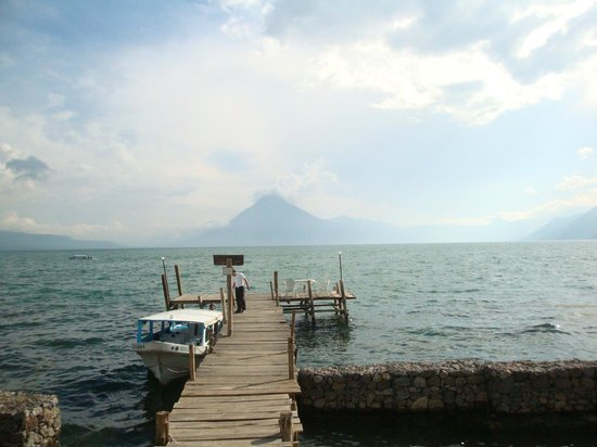 Jardines del Lago: Muelle del Hotel