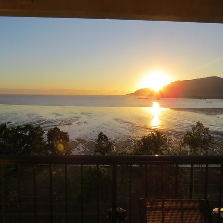 Cairns Aquarius: Sunrise