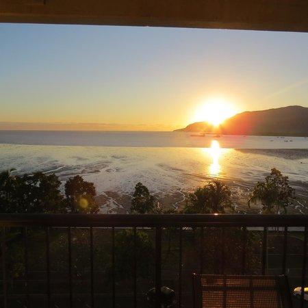 Cairns Aquarius : Sunrise