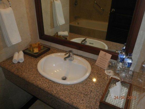 The Vira Bali Boutique Hotel & Suite: bathroom