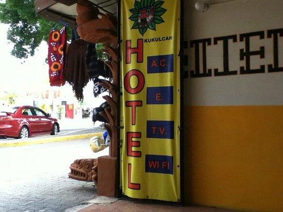 Hotel Kukulcan Street Entrance