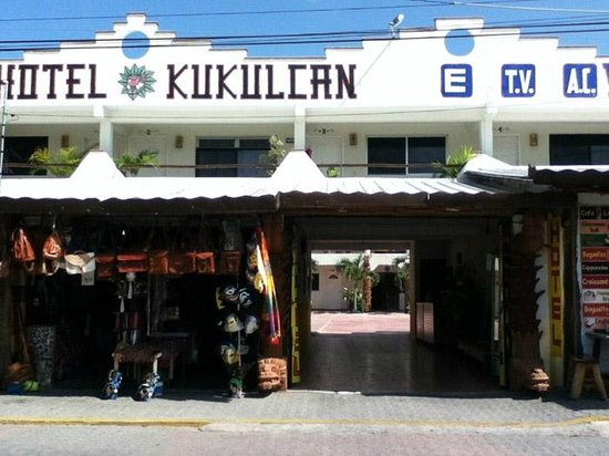 Hotel Kukulcan : As seen from Tulum Ave