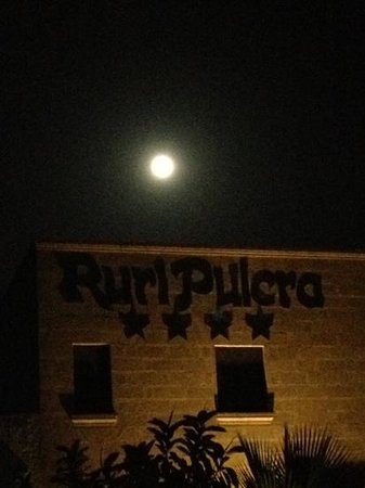 Masseria Ruri Pulcra Hotel & Resort: ingresso di notte