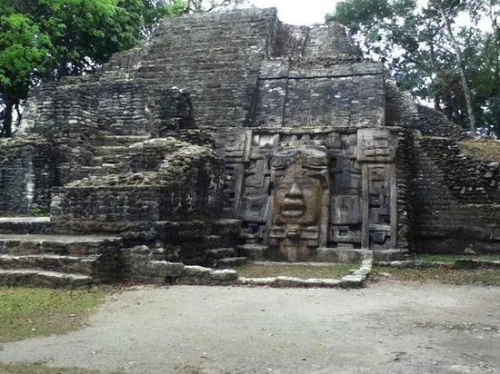Hotel de la Fuente: Lamanai Temple of Masks