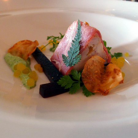 Restaurant Herberg 't Korensant: Korensant terrine 3xgevogelte, serranoham - knol - drop - hangop met kervel - parels van sinaasa