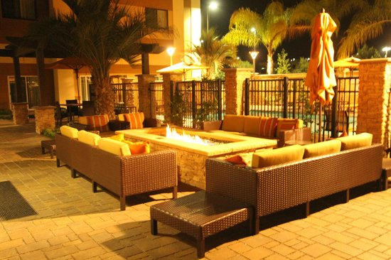 Courtyard San Diego Oceanside: front poolside firepit